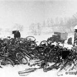 В районе Боровска. Брошенные велосипеды гитлеровских самокатчиков. Январь 1942 г.