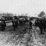 На Киевском шоссе в районе Балабаново в середине ноября 1941 г. (немецкая фотография). На переднем плане судя по всему пленные советские солдаты, на заднем - колонна немецкой техники.