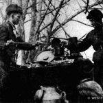 Работа полевой кухни во время раздачи пищи в одном из подразделений 1-й Гв. мсд. Декабрь 1941 г.