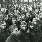 Командиры и политработники 6-й ДНО (160-й сд) перед отправкой на фронт.