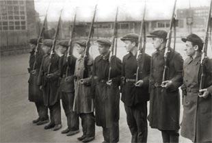 Ополченцы с винтовками Мосина обр. 1891 г.