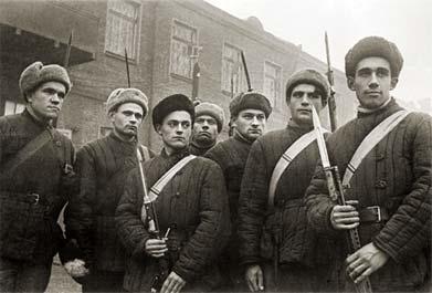 Бойцы с винтовками различных систем(маузер, СВТ, манлихер и пр.)