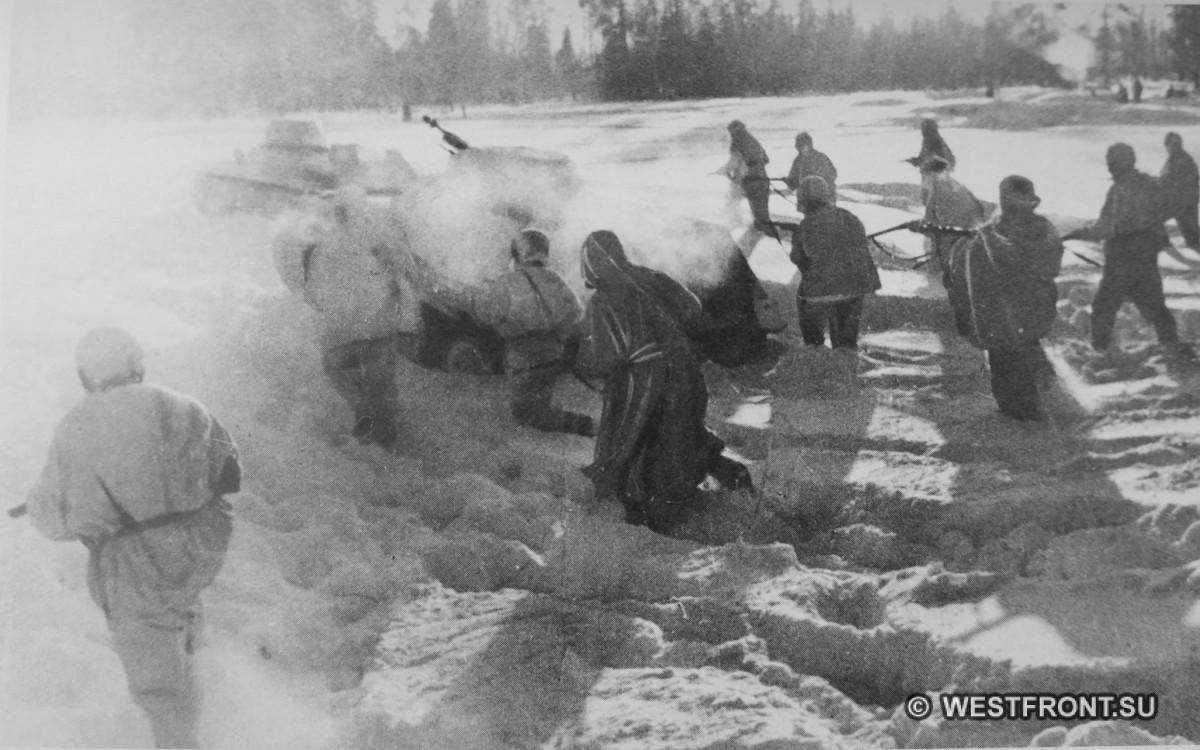 Бойцы 1-й гвардейской мотострелковой дивизии и танки во время контр-наступления под Москвой