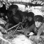 Воины 1-й гв. мсд с противотанковым ружьем